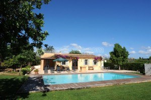 Llamp:  Comfortable rural house with salt water pool, only three kilometres from the beach
