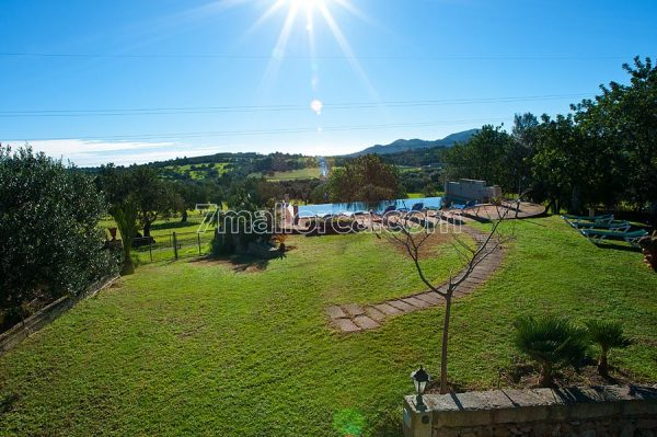 spacious finca en majorca for a bunch of people to rent for your holidays with all your friends