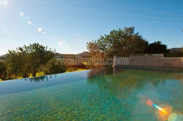 majorca, holidayhome with lots of space and nice views and big pool for 12 or 4 pers
