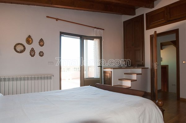 sleep 9 people place house majorca