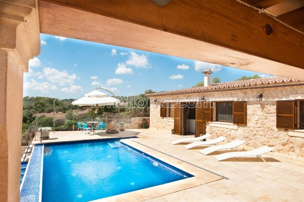 rent a holiday home with pool on majorca island