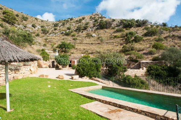 beautiful holiday home for 4 people with pool in majorca
