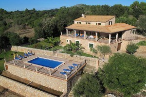 Emilia:  Large, very well maintained house with pool and beautiful garden in Artà
