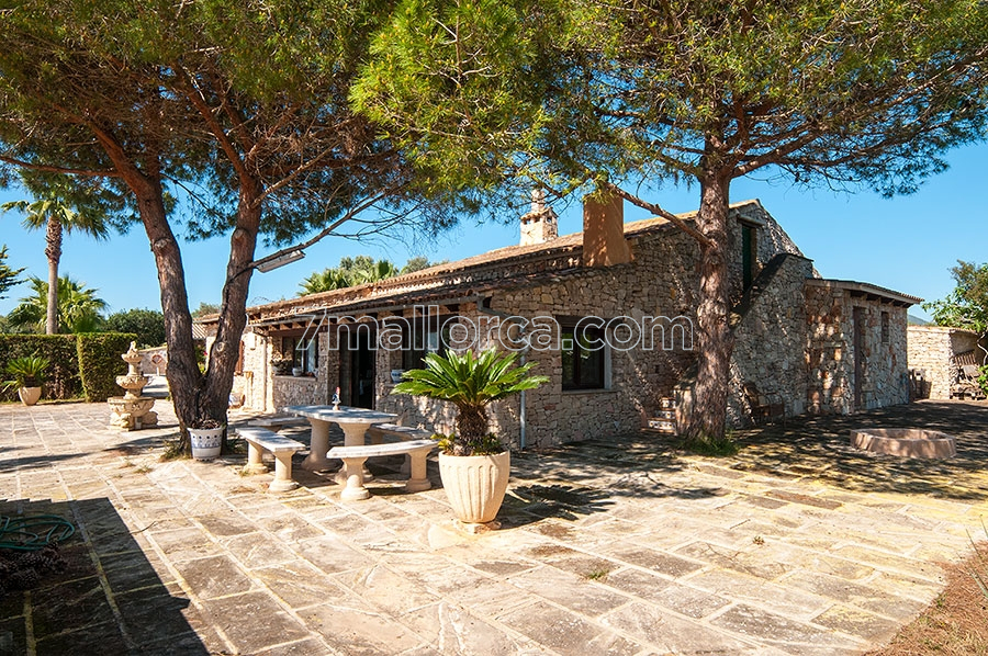 Holiday Villa With Big Pool Garden And Barbecue Area In Portocolom