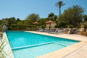 Aloma:  Beautiful, quiet and very private holiday home with pool for four people