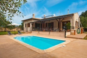 Mel:  Two bedroom holiday home with pool in Canyamel located only 5 minutes from the beach