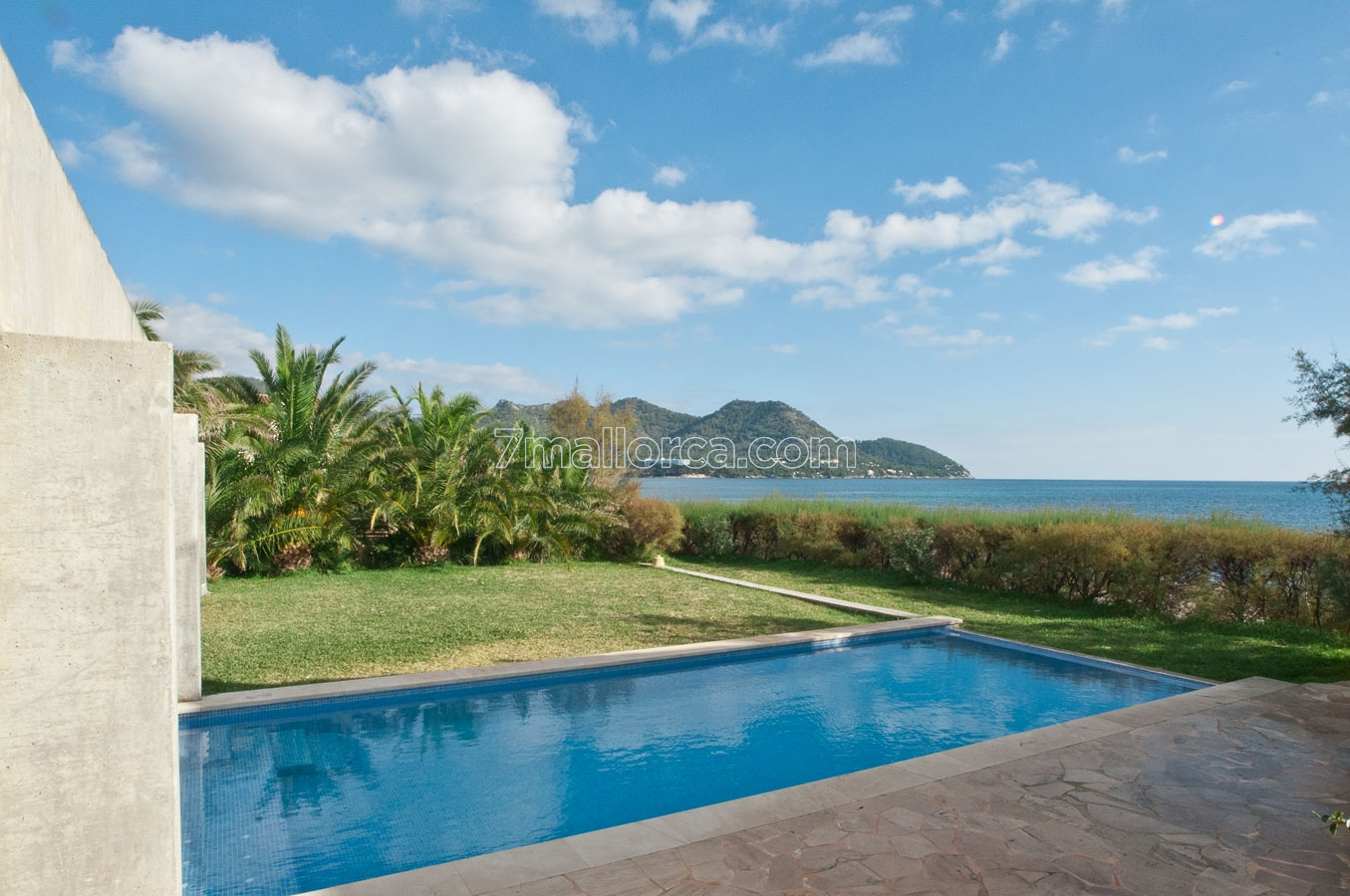 mallorca.beach.pool.apartment.cheap
