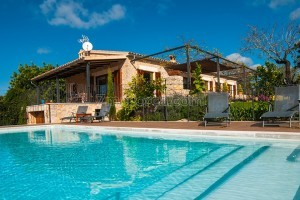 Dani:  Newly built modern, child friendly and comfortable holiday home