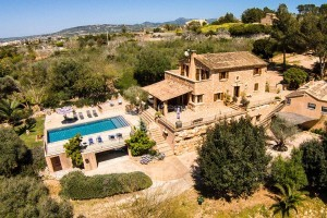 Nuria:  Big house with swimming pool, Wi-Fi, barbecue and beautiful views