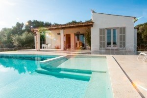 Isabel:  Modern building with nice pool in Arta