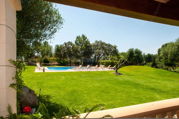 family children best holiday home pool