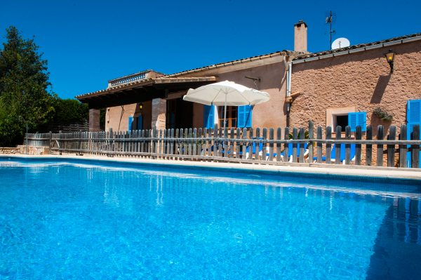 holiday house majorca, cheap and with pool
