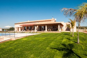 Finca Pau:  Newly built finca with beautiful pool, a few kilometers from the sea.